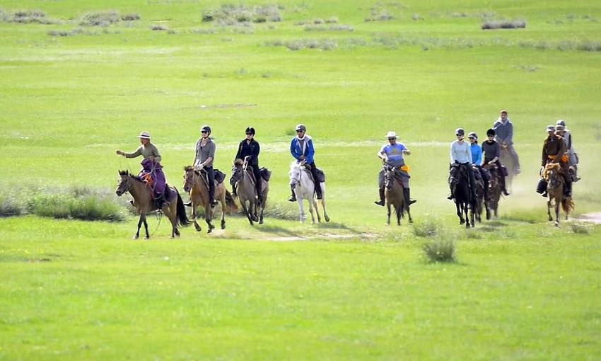STEPPE HORSE RIDING TOUR